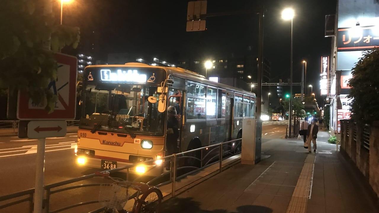 【保土ケ谷区】6月18日夜、八王子街道沿いに緊急停車していたバスを目撃!男が女子高生にカッターを突き付けた模様。